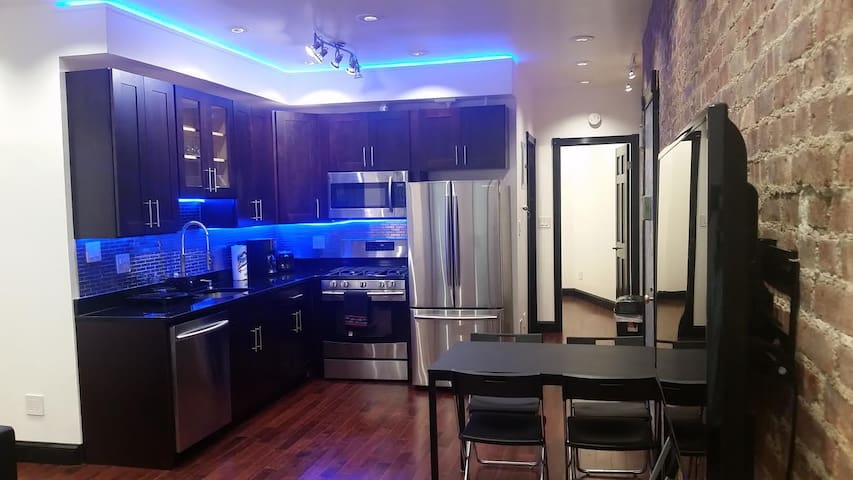 Beautiful 3 BR- 2 Full Baths in Upper Manhattan - New York - Appartement en résidence