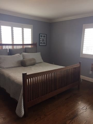 Master Bedroom, Cal King Bed