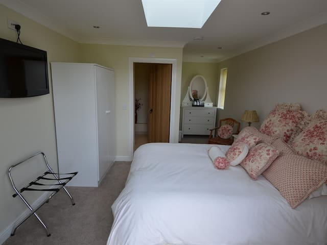 Double/twin bedded room - Wayland Smithyl