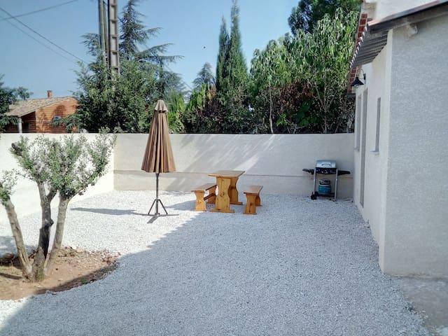 studio avec jardin