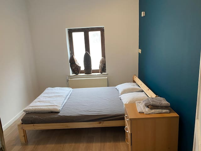 Very nice room near midi station ch A4