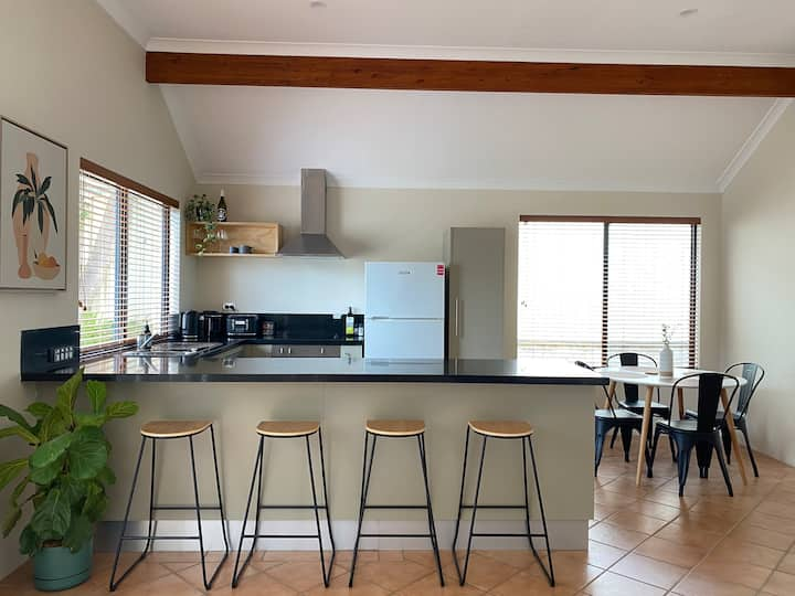 Ned's Cabin - Margs Town Centre *New Listing*
