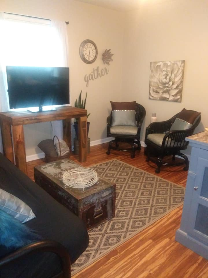 LONG TERM, Private, 2 Bd, 2 Bath, Living Rm Suite
