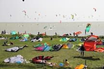 Het Mirnserklif is een van Europa's meest populaire kitesurf spots