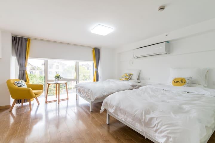 朝南卧室,2张1.2米的单人床