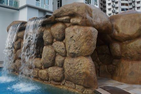Resort - style Swimming Pool Apartment 度假式泳池公寓 - Johor Bahru