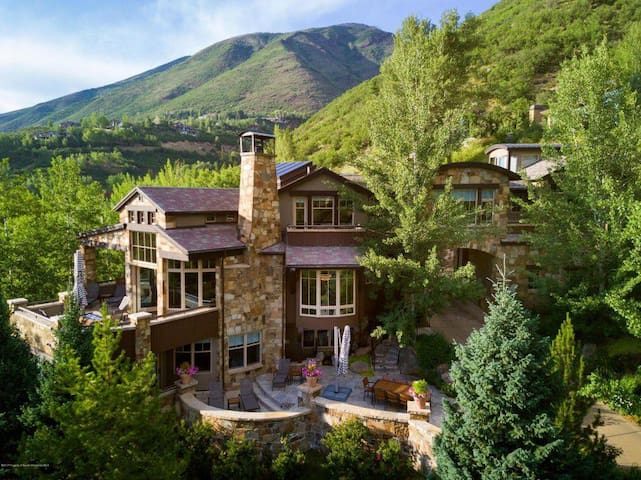 Stunning Aspen View Home Walk-able to town