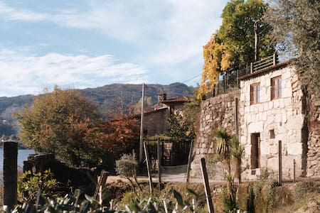 Your cosy place in Gerês feets from the water w/AC