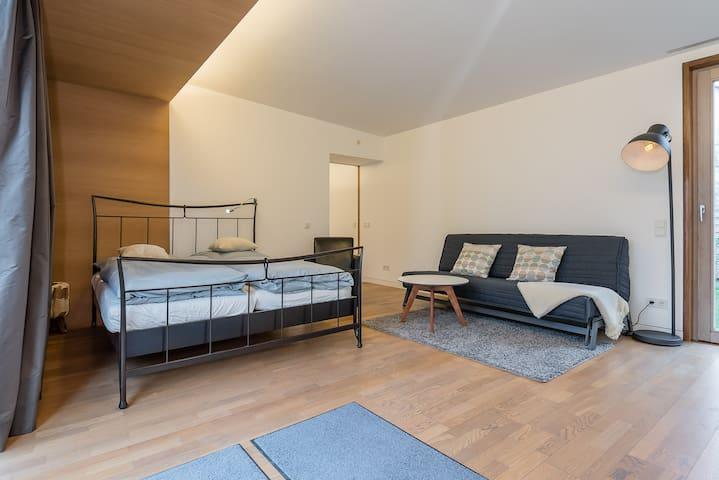 1-Bedroom Bogenhausen Arabellapark - Munic
