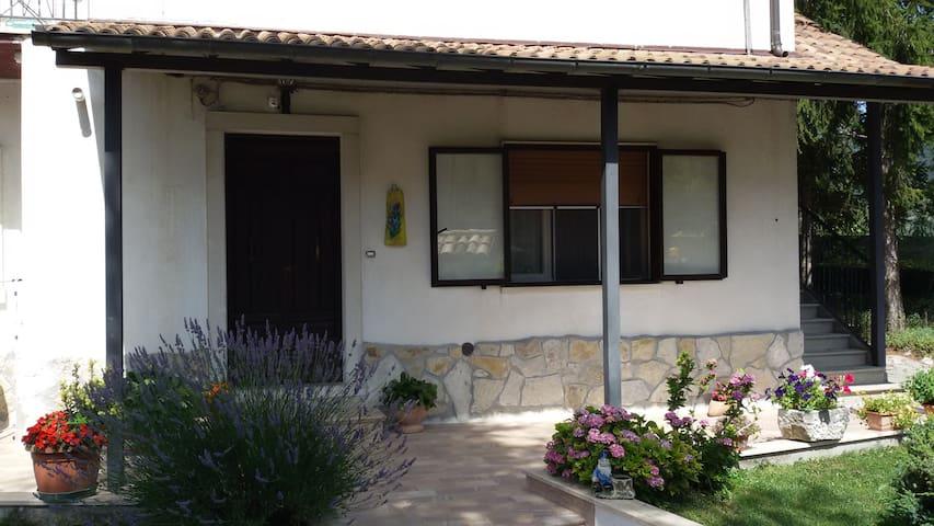 Casa con giardino privato - Barrea - Apartment