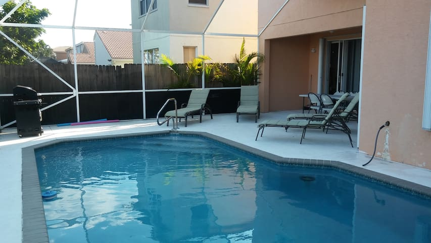 Family Friendly 6 Beds 3Bath Pool Home