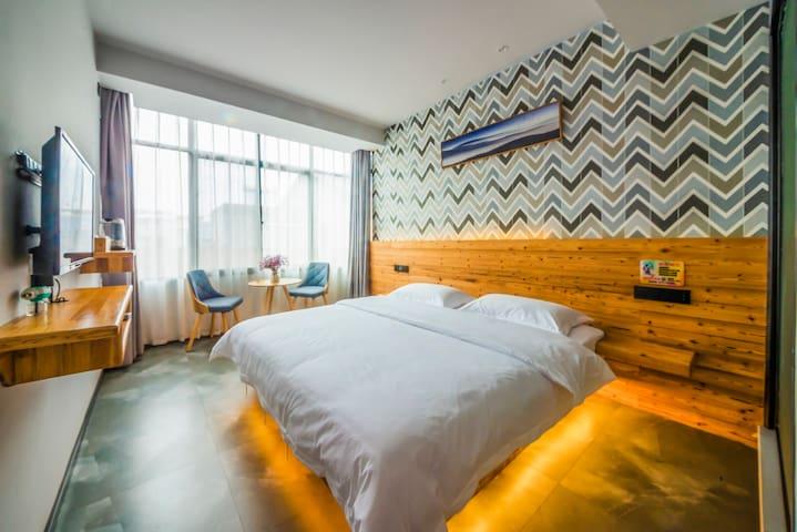 现代简约大床房