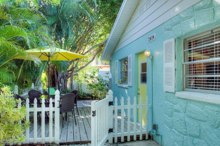 Anna Maria Beach Cottage (West) - Bradenton Beach - วิลล่า