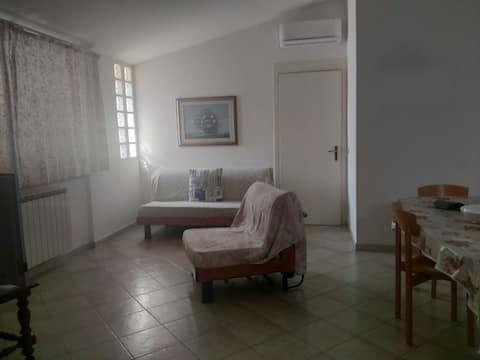 Schöne Wohnung mit allem Komfort, umgeben von viel Grün, 300 m vom Meer entfernt