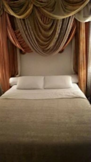 comfortable kingsize double bed with and exotic setting.