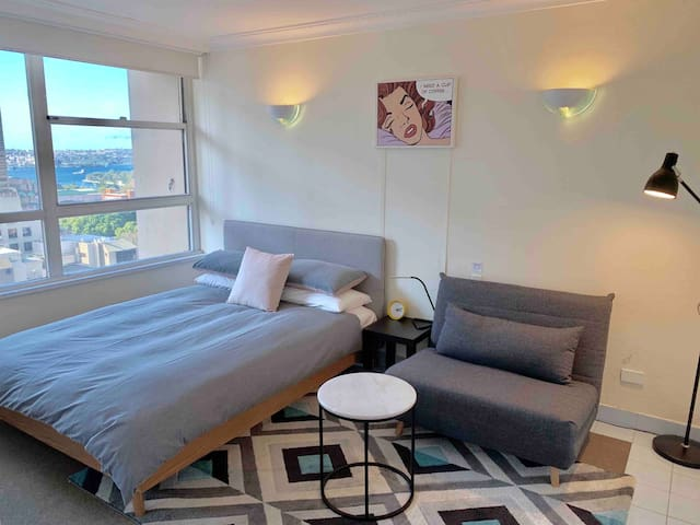 Studio Apartment with harbour views & pool