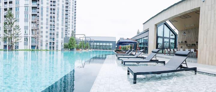 月租14000泰铢样小7明星社区一室整套辉煌地铁口1000米泳池BBQ阅读区健身房