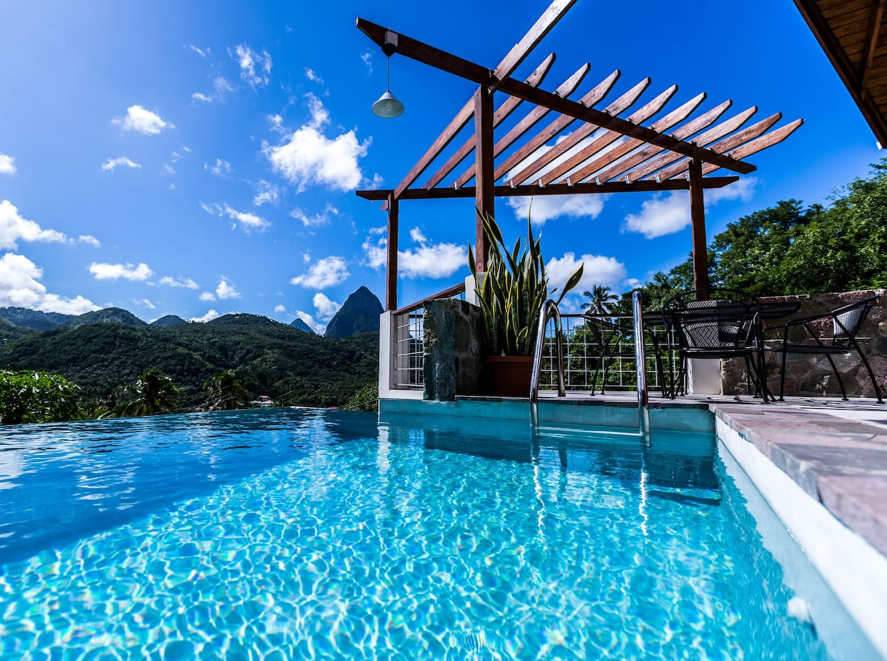 Romantic Luxury & Private Plunge Pool Overlooking Piton Mountains.