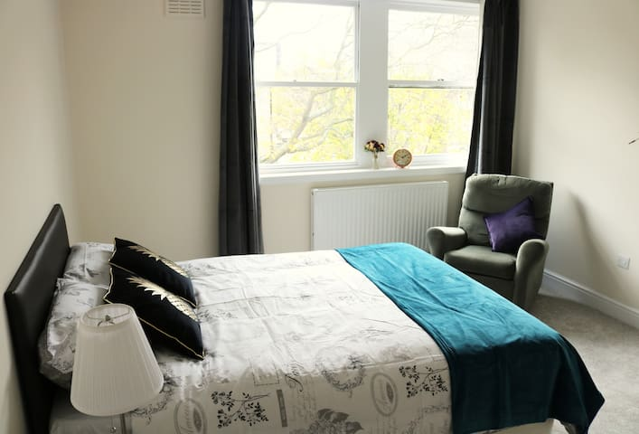 Beautiful room in central London by Regent Park