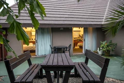 Khaya La Manzi 2 sleeper S/C apartments .