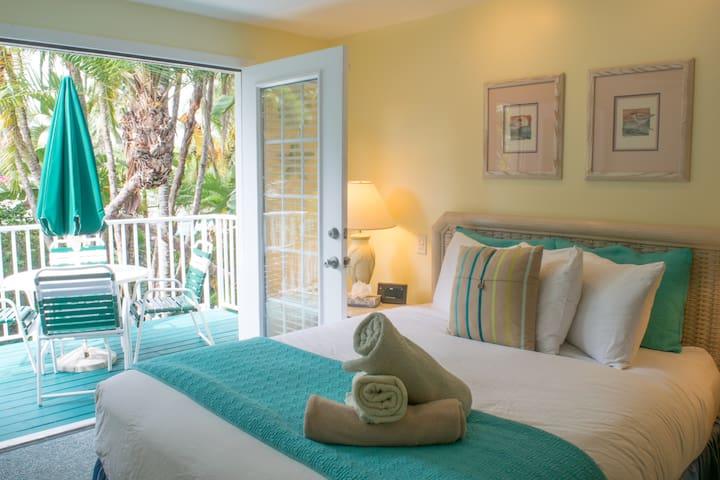 Island Retreat! 2Br Siesta Key Inn #226