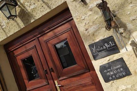 Magnifique Moulin du 18ème dans le Vexin . 3 pers