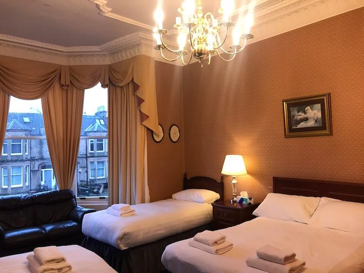 Edinburgh.Alexander Guest House .large family room