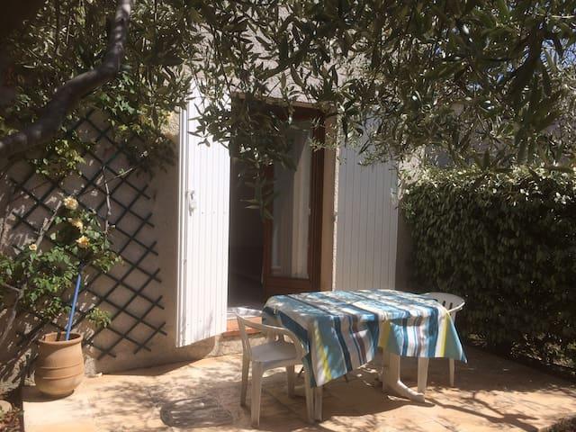 Chambre/studette calme à Aix en rez -de-Jardin