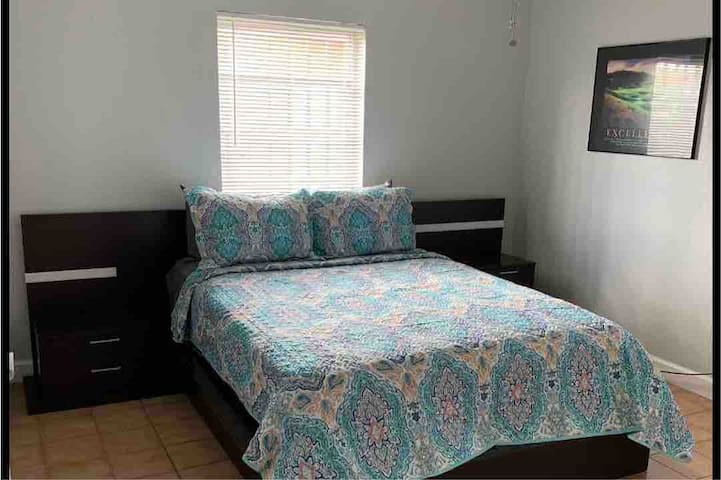 Private room Shared Bathroom FIU Doral Miami