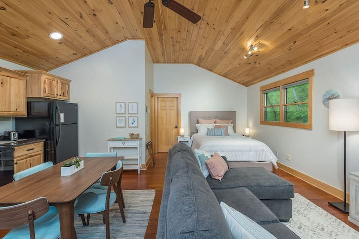 Brand New! A Quiet Place near Asheville