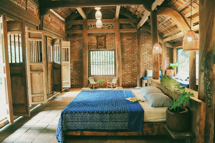 PEACEFUL Hilltop Zen style Bungalow in Bamboo wood
