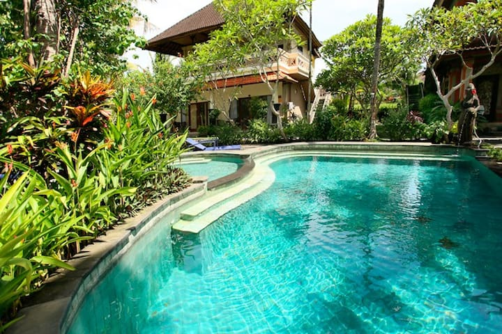 BUDGET BACKPACKERS ROOM  beside YOGA BARN Ubud - Ubud
