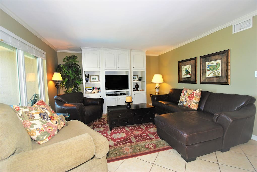 Living room - Cable TV, Free Wifi & views overlooking swimming pool and beach