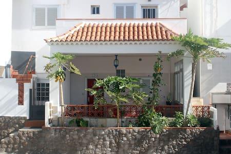Casa Bijagua1_ Casa  canaria en Tenerife Sur. Wifi