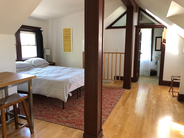Secluded Room + Private Bath in N/NE Craftsman