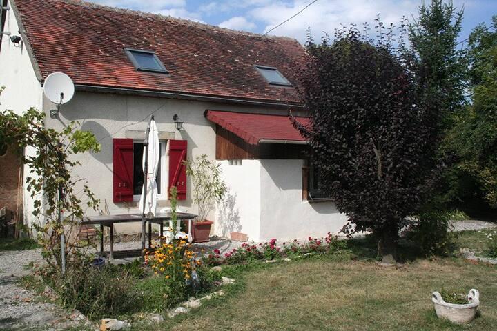 Fermette rénovée dans la campagne Bourbonnaise - Lurcy-Lévis - Hus