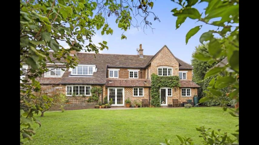 Idyllic countryside retreat, 1 hour from London