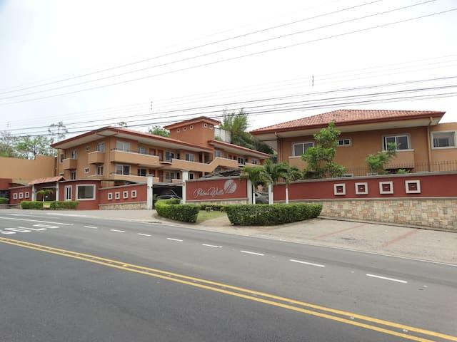 Apartamentos en Condom. Amueblados - Escazu - Apartament