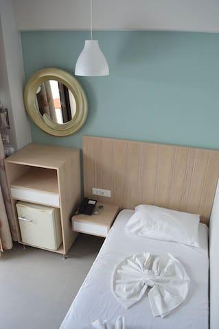 SINGLE ROOM WITH BALCONY IN KOS CITY CENTER - Kos - Bed & Breakfast