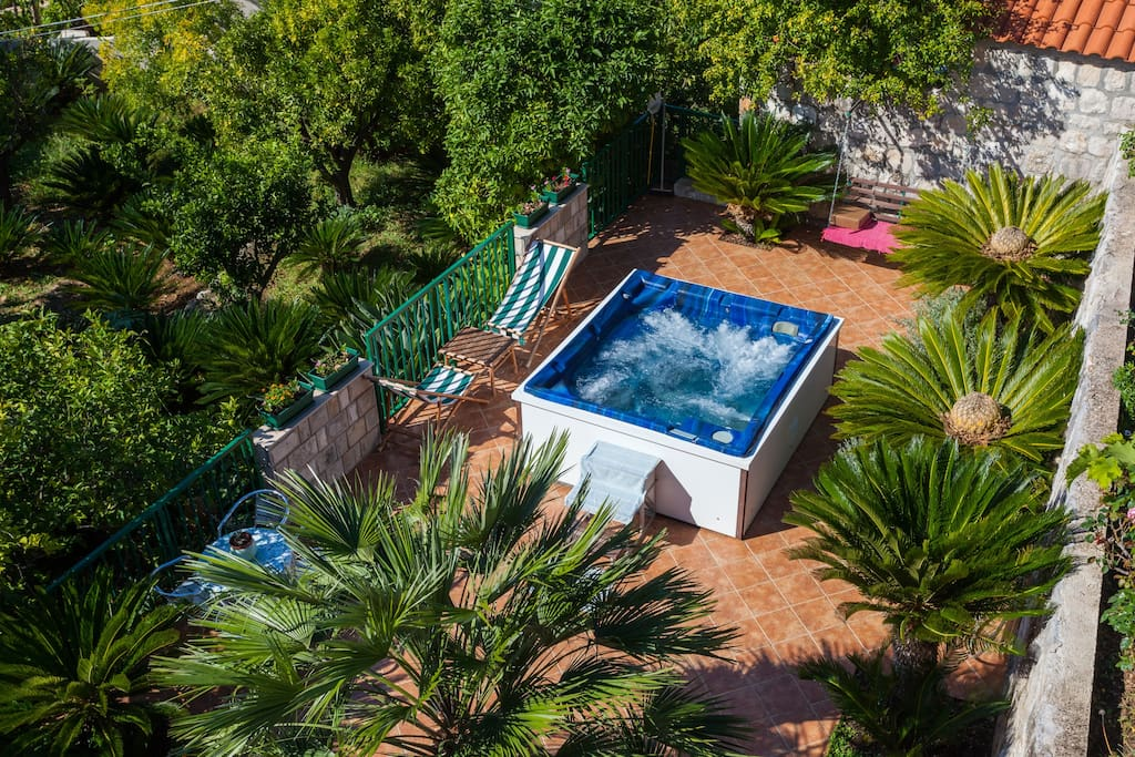 Jacuzzi is heated by sun during the day and perfect in the evening