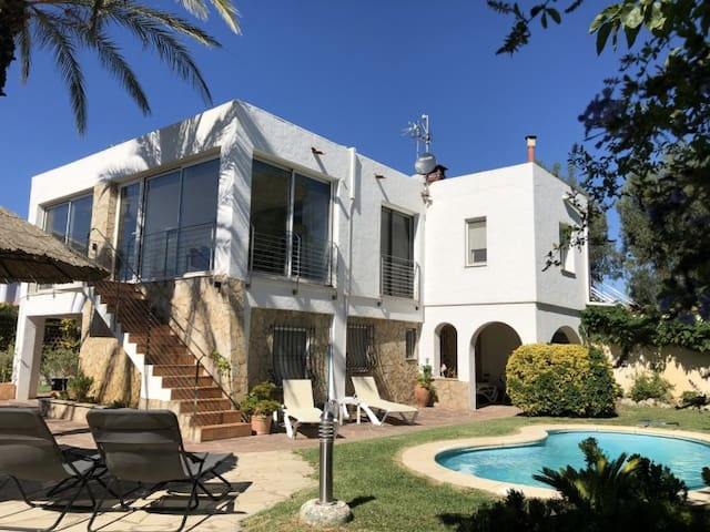 CASA DEL MAR: HOUSE WITH PRIVATE POOL 50 METERS FROM THE BEACH