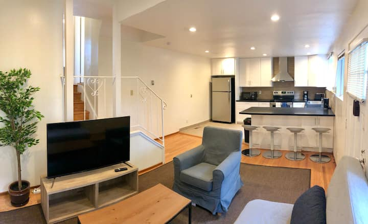 Downtown San Mateo Split level 1br/1ba ParkingWifi