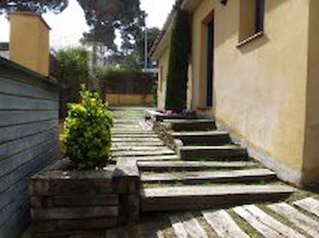 Preciosa casa con jardín y piscina - Pals - Hus