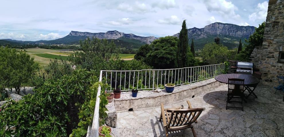 Francillon-sur-Roubion : maison Drômoise avec vue