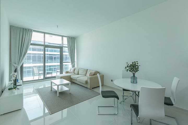 Floor to ceiling windows throughout the flat so you will have plenty of natural lights inside the apartment.