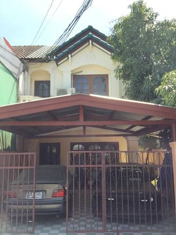 Bangkok house near Udom Suk sky train station