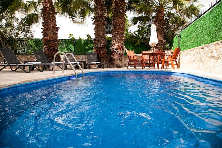 Dadya Villa 1 - Datca merkezde havuzlu denize 750m