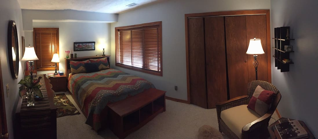 Private Guest Suite w/ kitchenette,  bathroom, +++