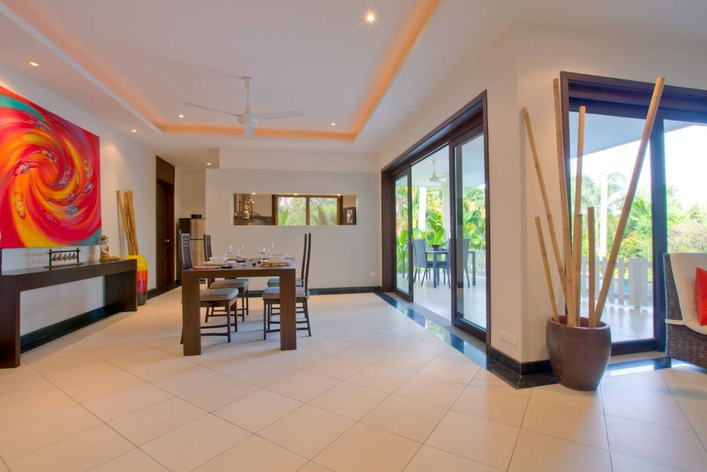 Open plan continuous living