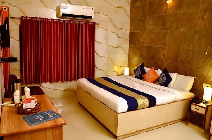 Deluxe King Room at Sunrise Valley Mount Abu Rajasthan